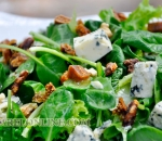 Spinach salad with blue cheese, walnuts and figs