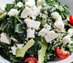Spinach salad with quinoa, avocado, cherry and cow's cheese