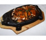 N18. Chicken in Chinese on a metal plate