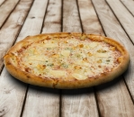 Pizza four cheeses