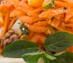 Carrot salad with pears and caramelized walnuts