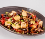 Chicken with bamboo and mushrooms