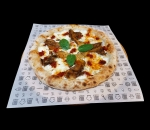 Pizza with goat cheese, roasted garlic cream and Enduya
