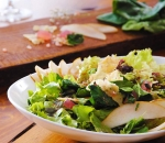 Green salad with pears and Turkish delight