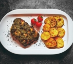Salmon fillet with pesto, capers and baked potatoes