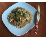 134. Rice noodles with vegetables and chicken