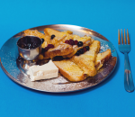 Fried slices with cheese and homemade blueberry jam or honey