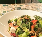 Salad with strawberries, caramelized walnuts and goat cheese