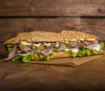 Steak sandwich with BLACK ANGUS veal ripe for 60 days (DRY-AGED)