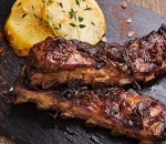 Spicy pork ribs with onion confit and Wedges potatoes