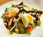 Salad with roasted cheese