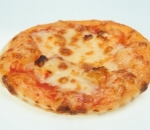 Pizzetti with melted cheese, yellow cheese and tomato sauce