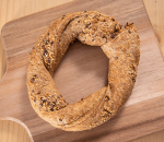 Wholemeal pretzel with chicken and cottage cheese