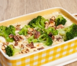 Baked broccoli in cheese sauce