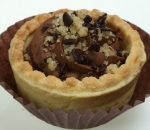 Tartlets with milk chocolate and walnuts