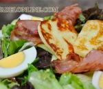 Salad mix with roasted halloumi and bacon