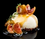Cheesecake with white chocolate and figs