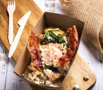 Breakfast box – Poached Eggs on a warm Potato, Spinach & Cheese Salad with Ham Chips