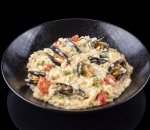 Risotto with mussels and lobster cream, cherry tomatoes